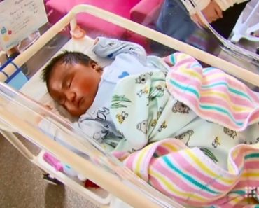 Baby Maoama Ala holds the record as Sunshine Hospital's heaviest baby. [Image Credit: News - Channel / Youtube]